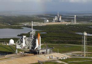 Space Shuttle Endeavour LC39B (hinten), Atlantis LC39A (vorne)